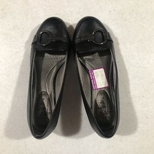 Women's slip on shoes black size 6